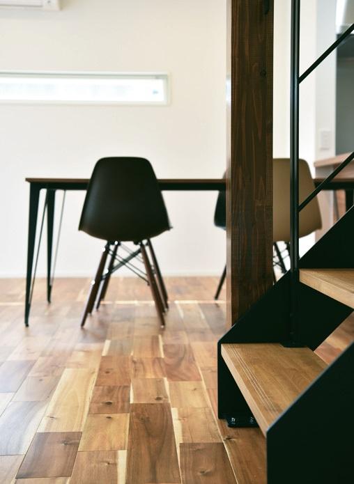 ▲木とアイアン 異素材を使用したスタイリッシュな空間